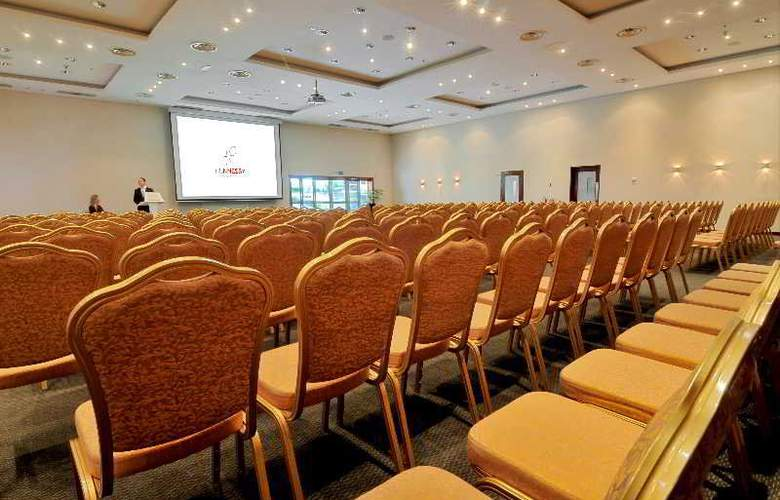 Hennessy Park Hotel - Conference - 14
