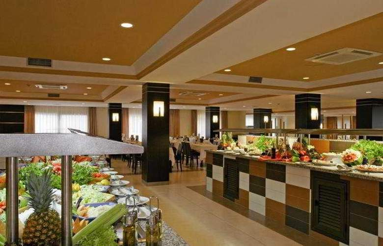 Hotel Riu la Mola - Restaurant - 11
