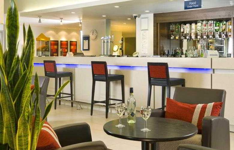 Holiday Inn Express Dartford Bridge - Bar - 6