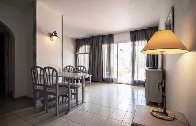 Apartamentos Turísticos Royal Life - Room - 21