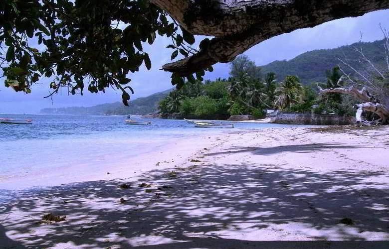 Reef Holiday - Beach - 4