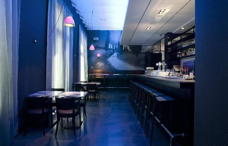 The Manor Amsterdam - Bar - 11