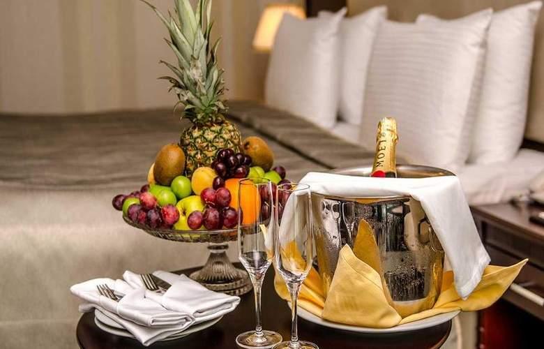 Ramada Baku Hotel - Room - 11