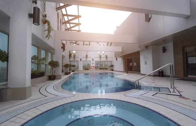 Majlis Grand Mercure Residence - Pool - 1