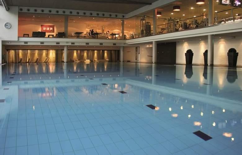 NH Collection Barcelona Tower - Pool - 3