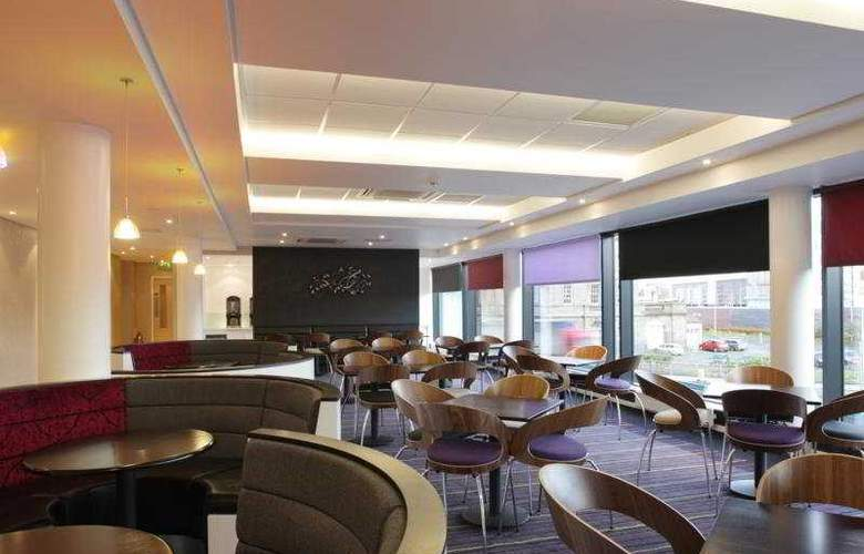 Holiday Inn Express Dundee - Bar - 8