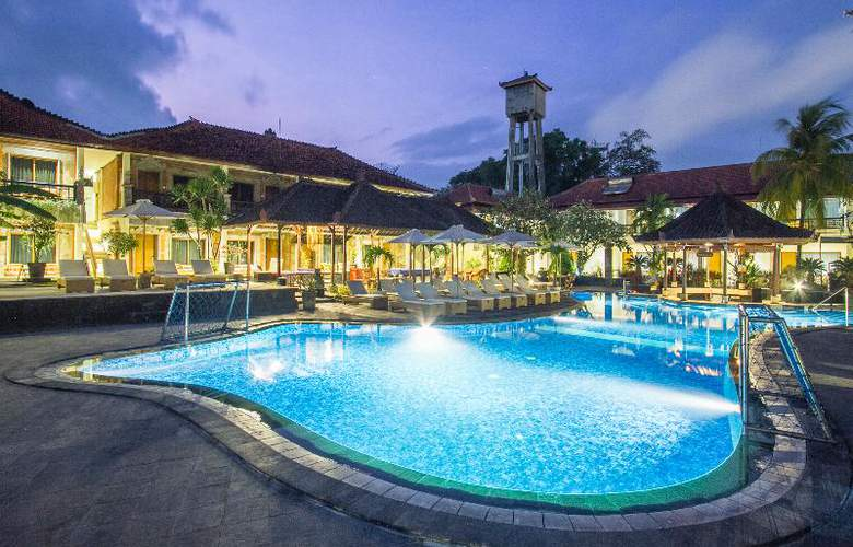 Sol House Kuta Bali - Pool - 13