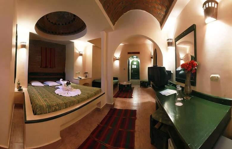 Amar Sina - Room - 8