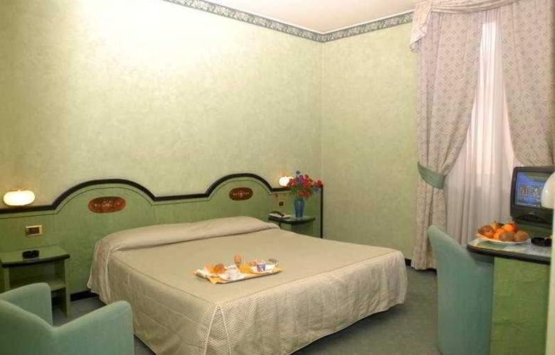 Grand Hotel Puccini - Room - 0