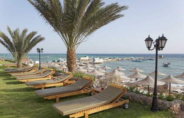 The Three Corners Royal Star Beach Resort - Beach - 4
