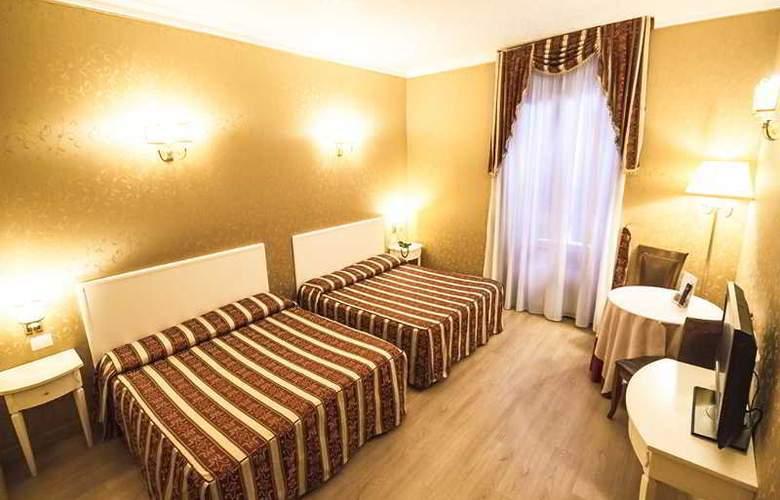 Giorgi - Room - 6