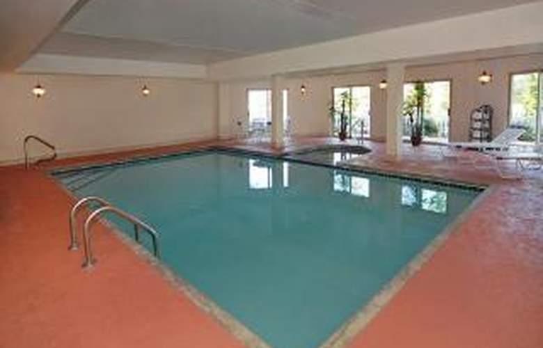 Comfort Suites Suwanee - Pool - 6