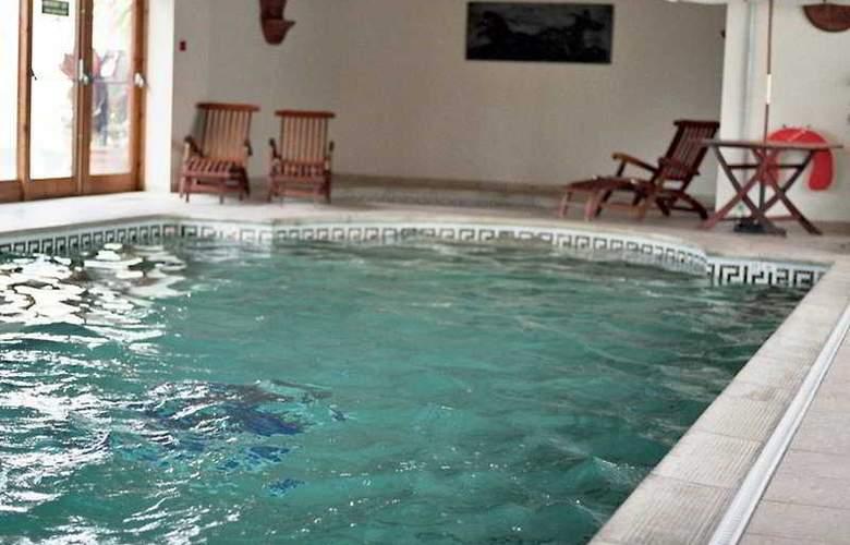 Norfolk Lodge - Pool - 6