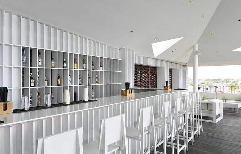 IZE Seminyak Bali - Bar - 32