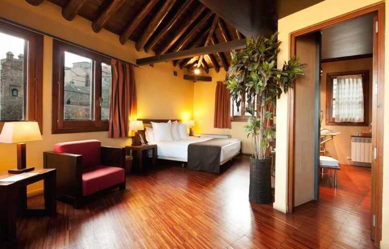 Abad Toledo - Room - 7