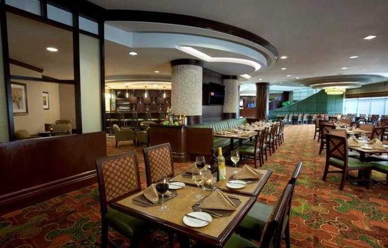 Hilton Garden Inn Toronto Airport - Restaurant - 11