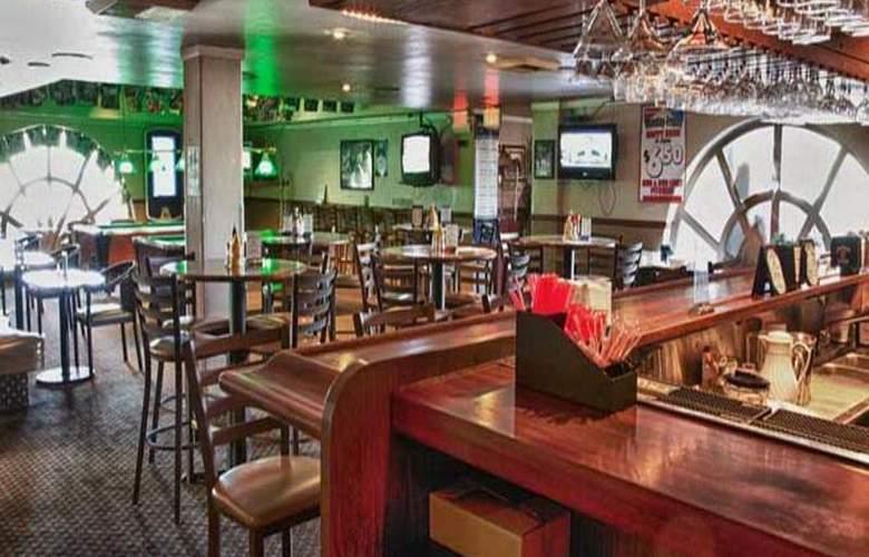 Mission Valley Resort - Bar - 11