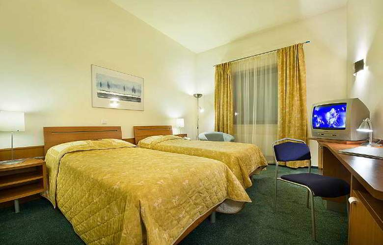Ramada Airport Prague - Room - 6