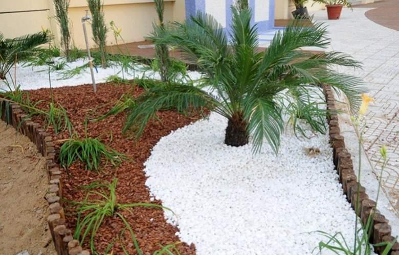 Ritz Victoria Garden - Terrace - 6