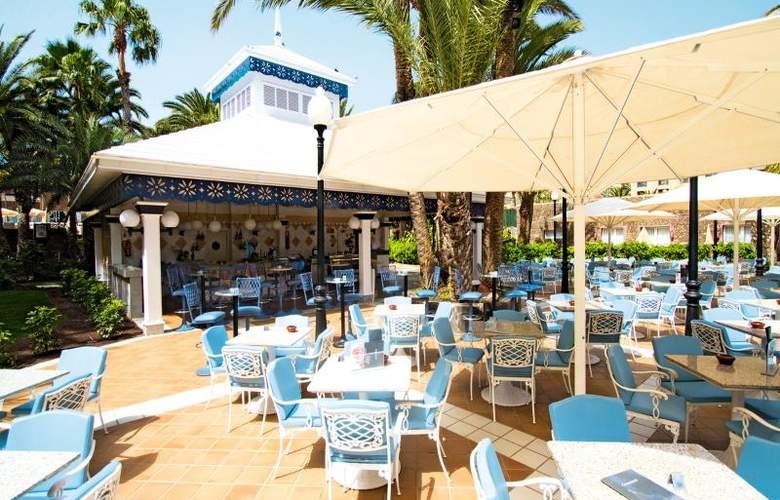 Hotel Riu Palace Oasis - Terrace - 25