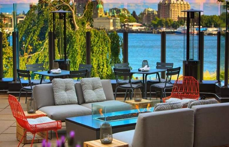 Delta Victoria Ocean Pointe Resort & Spa - Terrace - 18
