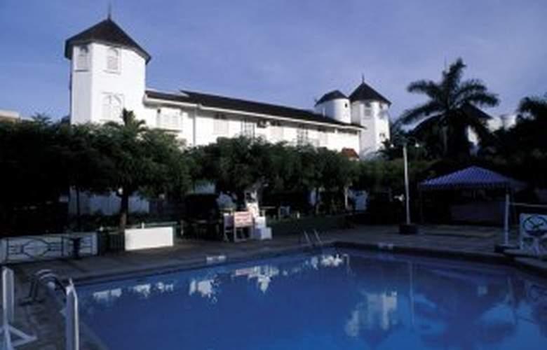 Sandcastles Beach Resorts - Pool - 2