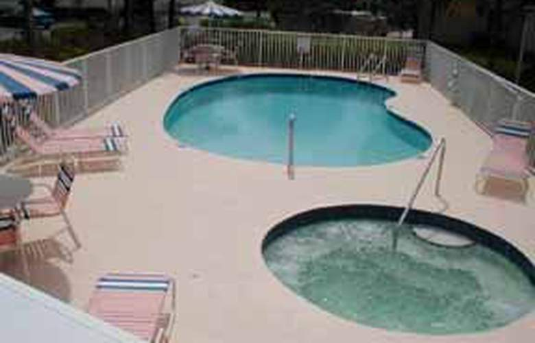 Comfort Inn Sarasota at I-75 - Pool - 4