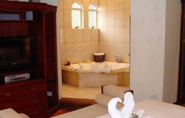 Hotel & Suites Casa Conde - Room - 4