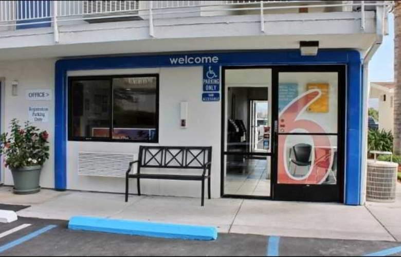 Motel 6 San Luis Obispo North - Hotel - 0