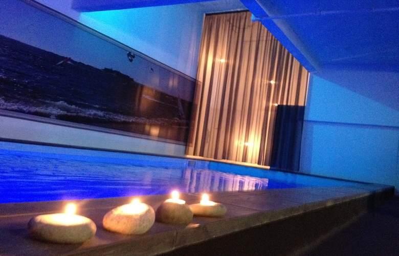 Design & Wine - Pool - 2