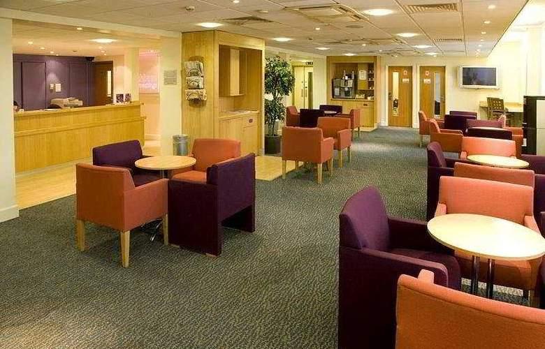 Premier Inn Heathrow Airport - General - 0