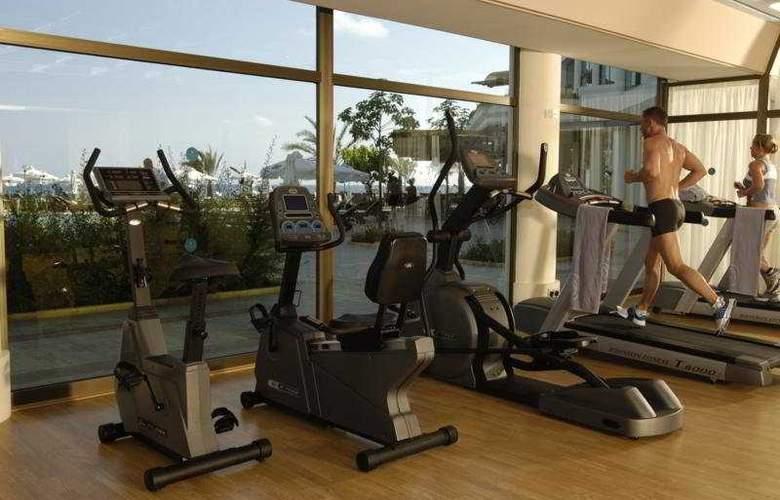 Constantinou Bros Athena Royal Beach Hotel - Sport - 8