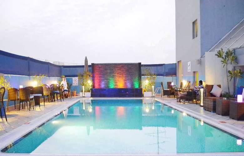 Montreal Hotel - Pool - 23
