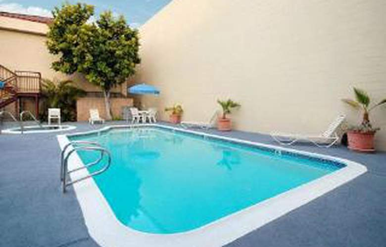 Quality Inn Near Long Beach Airport - Pool - 5