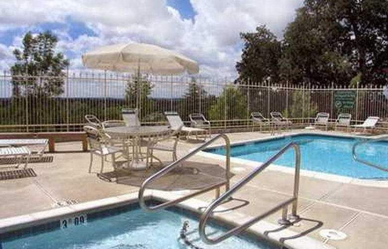 Hilton Garden Inn Redding - Pool - 5