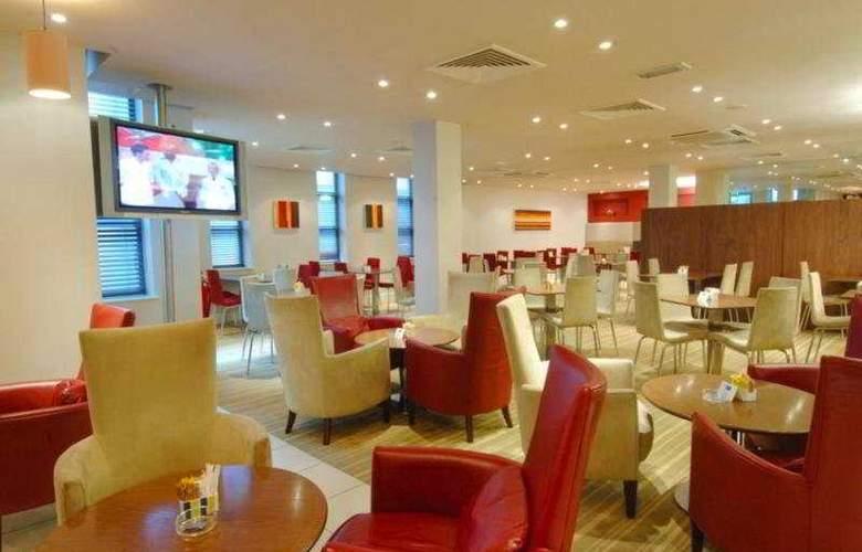 Holiday Inn Express Stevenage - Bar - 6