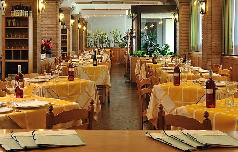 Bologna Airport - Restaurant - 1