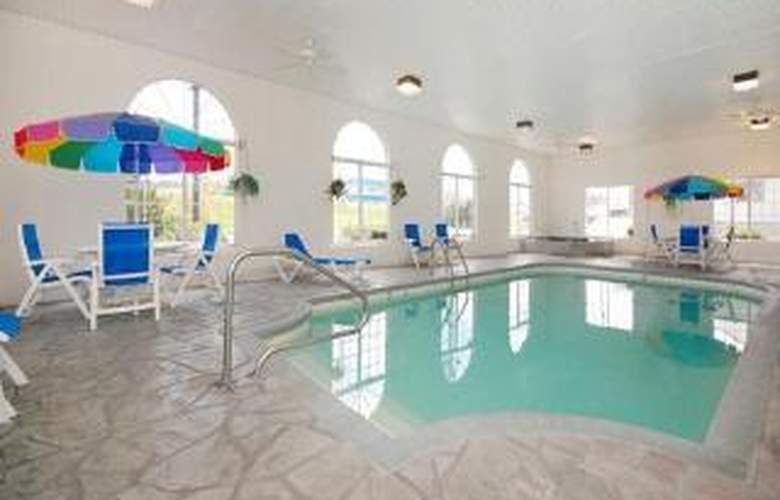 Comfort Inn Lake of the Ozarks - Pool - 5