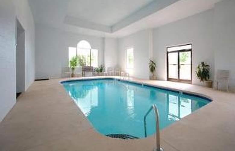 Comfort Inn - Pool - 4