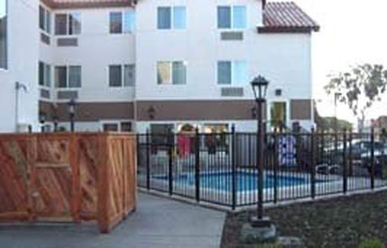 MainStay Suites - Pool - 4