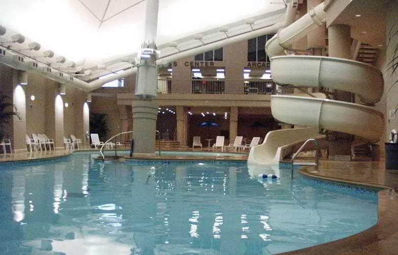 Hilton Hotel & Suites Niagara Falls/Fallsview - Pool - 23