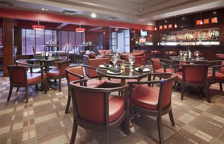Best Western Plus Denham Inn & Suites - Bar - 105