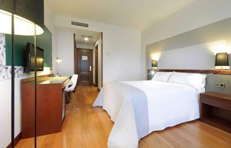 Tryp Santiago - Room - 9
