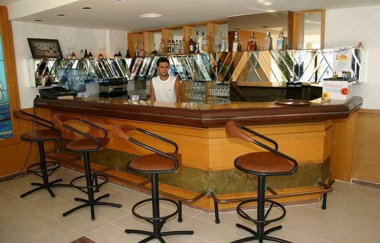 Alp Hotel - Bar - 4