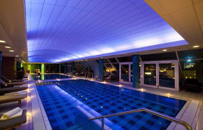 Grand Union - Pool - 4