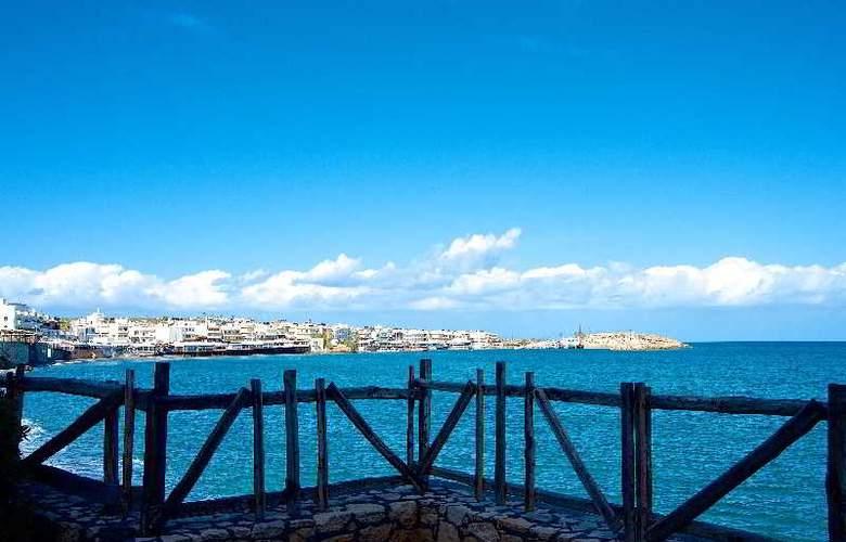 Blue Island Hotel - Beach - 10