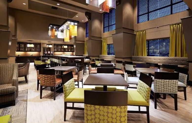 Hampton Inn & Suites Montreal - Restaurant - 4