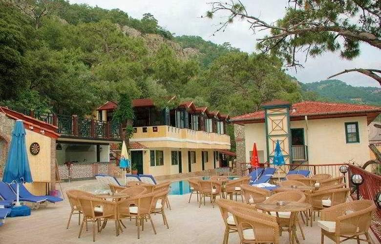 Belle Vue Hotel - Terrace - 9