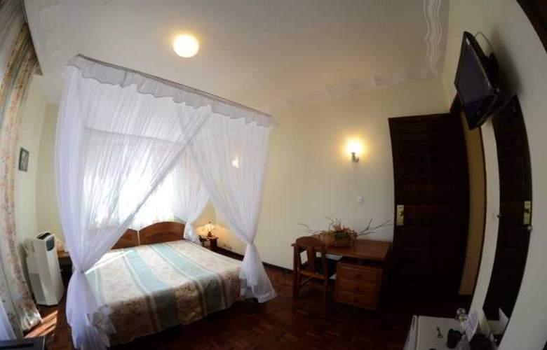 Ivotel - Room - 8