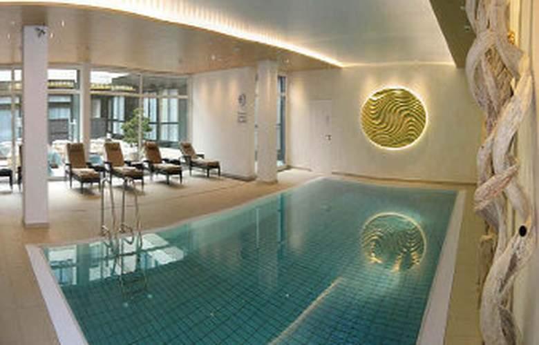 Ramada Nuernberg Parkhotel - Pool - 3